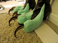 Harpy Feet: Toes and talons glued on