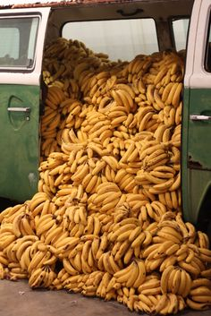 "Paulo Nazareth, Banana Market/Art Market, 2011 "" For contemporary-art haters,Paulo Nazareth's Banana Market/Art Market installation piece was low-hanging fruit. Platano Y Banana, Fruits And Veggies, Vegetables, Swimming Party Ideas, Banana Art, Fruit Photography, Surf Style, Photo Wall Collage, Happy Colors"