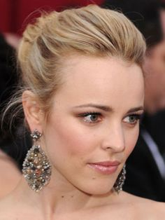 Rachel McAdams looked gorgeous on the red carpet! Her makeup was a lot more subdued than other stars, but she looked stunning! Rachel's sister Kayleen McAdams was her makeup artist for yesterday's event. She used rose-golds and greys on her eyes, and Chanel's Rouge Coco Lipstick in Rose Comete on her lips, with a little bit of Chanel's Glossimer lip gloss in Futile dabbed on top for added shine.