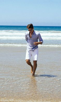 Trendy photography poses for men beach Ideas Casual Shorts For Men, Casual Shorts Outfit, Style Outfits, Short Outfits, Trendy Outfits, Preppy Summer Outfits, Beach Outfits, Beach Outfit For Men, Mens Fashion Summer Outfits