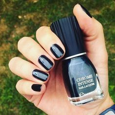 Brillance extrême!! ✨✨ #chromeintense #black #kiko #nails #nailpolish…