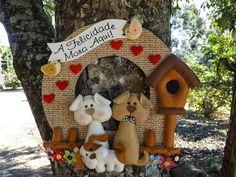 I Love Crafts: Garland Dog Crafts, Crafts To Do, Felt Crafts, Felt Wreath, Diy Wreath, Christmas Wreaths, Christmas Crafts, Christmas Ornaments, Quilting Board