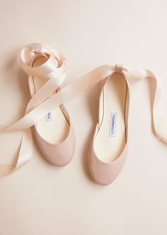 The Nude Blush Wedding Ballet Flats Bridal Shoes with Satin Designer Wedding Shoes, Wedding Boots, Blush Wedding Shoes, Boho Wedding, Flat Wedding Shoes, Trendy Wedding, Casual Wedding, Wedding Veils, Green Wedding