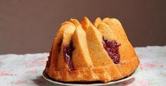 Bundt cake de limón con espiral de frambuesa