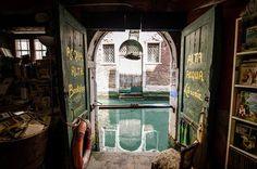 Die 22 schönsten Buchläden der Welt! Hier die Libreria Aqua Alta in Venedig © Aubrey Dunnuck / Flickr