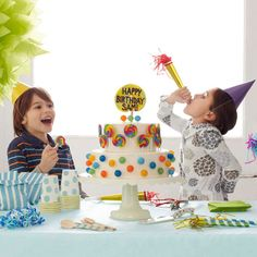 Create a wow-worthy birthday cake by adorning a simple white cake with colorful lollipops. So easy and so delicious! http://www.parents.com/fun/birthdays/cakes/creative-birthday-cakes/?socsrc=pmmpin130221bpLollipopCake