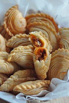 Recipe and photo tutorial Malaysian Dessert, Malaysian Food, Seafood Recipes, Indian Food Recipes, Asian Recipes, Savory Snacks, Snack Recipes, Cooking Recipes, Empanadas