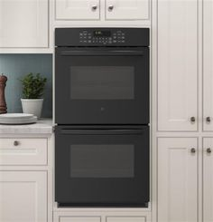 You're in complete control when it comes to cleaning a GE Profile double oven. Both ovens comes with self-cleaning steam options.