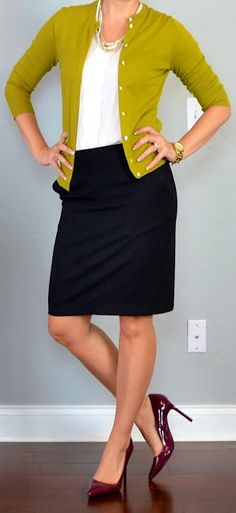This is perfect for when you are a teacher someday.your cat brooch would look SO cute on this! :D outfit post: green/mustard cardigan, black pencil skirt, burgundy pumps Skirt Outfits, Cute Outfits, Simple Outfits, Work Fashion, Fashion Outfits, Office Fashion, Mustard Cardigan, Green Cardigan, Cardigan Shirt