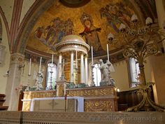 Altar and voult of the aps of the Basilica of San Calimero in Milan (Italy). Visit the website for other pictures and info!