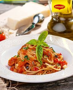 Spaghete Milanese Romanian Food, Romanian Recipes, Food And Drink, Cooking Recipes, Meals, Ethnic Recipes, Pizza, Hair, Crafts