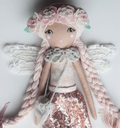 #marchmeetthemaker day two is favorite to make. It's hard for me to pick but I think large dolls are my favorite. When I make them a personality slowly comes out and by the time I'm done I have spent so much time with each one that I feel I've made a new friend. I don't make a lot of them but I really should! Which of my dolls are your favorite? I'd love to know! Xoxo liberty