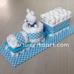 Diaper choo choo train with blue gingham and cute bunny driver - Baby Shower G. Diaper choo choo t Regalo Baby Shower, Baby Shower Baskets, Baby Shower Crafts, Baby Hamper, Baby Shower Diapers, Baby Shower Themes, Baby Shower Presents, Baby Presents, Baby Shower Gifts For Boys