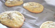 Dieses neue leichte, proteinreiche Brot ist komplett ohne Kohlenhydrate und sogar glutenfrei! Das Rezept für Cloud Bread gibt's ► auf ELLE.de