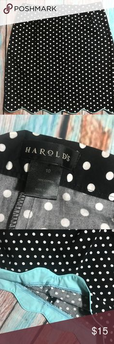 "Harold's Polka Dot Scalloped Bottom Skirt - 10 Cute cotton skirt in great condition.  Very minor washwear.  Waist is 30"", and length is 20"".  Side zipper. SK0099 Harold's Skirts Midi"