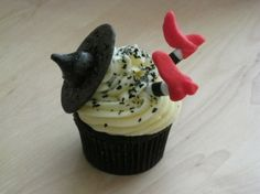 Halloween Witch cup cake by regina