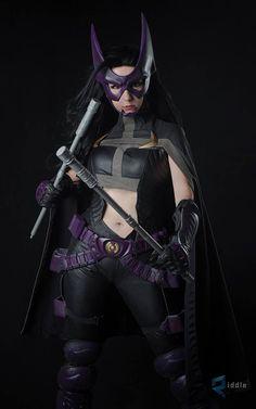 Character: Huntress (Helena Bertinelli) / From: DC Comics 'Birds of Prey' / Cosplayer: Riki 'Riddle' LeCotey (aka Riddle's Messy Wardrobe, aka Riddle1) / Photo: Benny Lee Photography (2016)