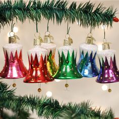 Perfect for all music lovers. We have a big selection of music Christmas ornaments like instruments and other music themed ornaments that will add melody to the tree. Old World Christmas, Old Fashioned Christmas, Christmas Mood, Christmas Bells, Merry Christmas, Traditional Christmas Ornaments, Retro Christmas Decorations, Glass Christmas Tree Ornaments, Music Ornaments