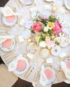 Blog OMG - I'm Engaged! - Decoração de casamento em tons de rosa. Reception Tables, wedding decoration in pink.