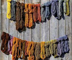 Dowiedz się, jak naturalnie barwić tkaniny, jakie kolory najtrudniej uzyskać i czy można odtworzyć kolory dawnych ubrań