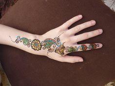 #Henna #glitterdesigns #gems
