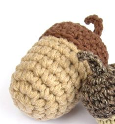 Amigurumi acorns - fall decor (free crochet pattern) // Amigurumi makkok - őszi dekoráció (ingyenes horgolásminta) // Mindy - craft tutorial collection // #crafts #DIY #craftTutorial #tutorial #crochet #freeCrochetPattern #Horgolás #Horgolásminta