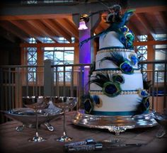 peacock wedding cakes with topping