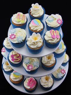 Summer Pool Party Cupcakes, via Flickr.