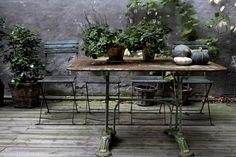 Tina Brok Hansen Photography: Moshi Moshi backyard and flower bouquets. Outdoor Rooms, Outdoor Dining, Outdoor Gardens, Porches, Interior Blogs, Garden Table, Garden Styles, Garden Furniture, Vintage Furniture