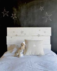 Minus the chalk wall in a bedroom. Home Bedroom, Girls Bedroom, Bedrooms, Deco Kids, Kids Decor, Home Decor, Little Girl Rooms, Fashion Room, Kid Spaces