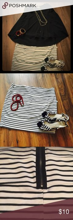 Nautical stripe pencil skirt🎊✨🎊🎀 Stretch fabric with noticeable zipper detail.Grazes the top of the knee.Simple Classic Very Tasteful 🌺 Skirts Pencil