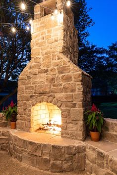 Build Outdoor Fireplace, Outdoor Stone Fireplaces, Outdoor Fireplace Designs, Backyard Fireplace, Diy Fireplace, Outdoor Spaces, Outdoor Living, Fireplace Lighting, Patio Makeover
