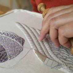 .....y rematando.....  #artesanía #bordadoartesano #bordadocofrade #bordadoamano  #hechoencuenca #hechoamano #bordadosenoro #goldembroidery #handembroidery #handmade