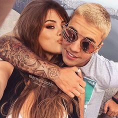 On top of the world. ✨✨✨✨✨✨✨✨✨✨✨ If I stop doing manips, what would you like to see in my ig? Justin Bieber Selena Gomez, Justin Bieber And Selena, Cute Celebrity Couples, Hot Couples, Marie Gomez, Ariana Grande, Jelsa, Celebs, Singer