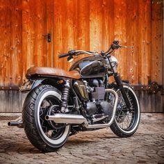 Selle en cuir brun vieilli sur Triumph Bonneville, Scrambler.