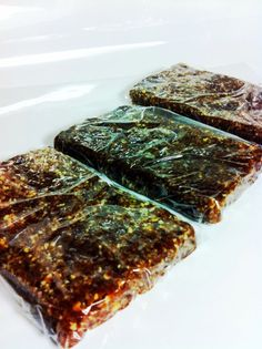 Healthy Eatmore Protein Bars- These look YUMMY!  Gotta hit up Winco to get all the ingredients and then make them.  Should be perfect for breakfast or lunch!