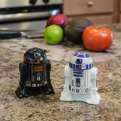 Star Wars R2D2 + Black Astromech Droid Salt & Pepper Shakers.. SERIOUSLY WHY DON'T I HAVE THESE YET???
