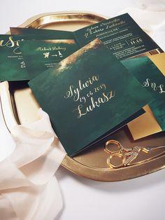 wedding card Elegant emerald green wedding stationery with gold accents Country Wedding Invitations, Wedding Invitation Templates, Wedding Stationery, Invitation Kits, Perfect Wedding, Dream Wedding, Wedding Day, Wedding Goals, Wedding Planning