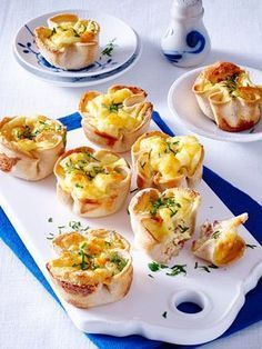 Toast muffins with cheese and ham filling- Toastmuffins mit Käse-Schinken-Füllung Our popular recipe for toasted muffins with cheese-ham filling and over more free recipes on LECKER. Breakfast Crockpot Recipes, Vegetarian Breakfast Recipes, Brunch Recipes, Tapas, Snacks Für Party, Food For A Crowd, Tostadas, Yummy Food, Filling Recipe