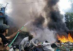 Kho phế liệu bốc cháy, nhiều công nhân hốt hoảng bỏ chạy