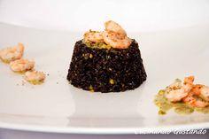Il Riso venere pesto pistacchi e gamberi è un piatto dal sapore molto particolare e delicato. Perfetto come primo piatto o come sfizioso finger food.