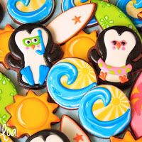 All the cookie decorating tutorials, tips, recipes and color help you need to make easy and fun decorated sugar cookies! No Bake Sugar Cookies, Iced Cookies, Cut Out Cookies, Summer Cookies, Holiday Cookies, Cake Decorating Tutorials, Cookie Decorating, Swimming Cake, Penguin Birthday