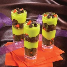 Freaky Halloween Cake & Pudding Shooters (Easy; 30 servings) #pudding #cake #dessert
