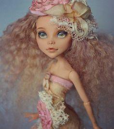 OOAK Cleo by Madam Bu in an outfit with antique elements. ООАК Клео в наряде с антикварными элементами #cleodenile #monsterhigh #madambu #ooak #repaint