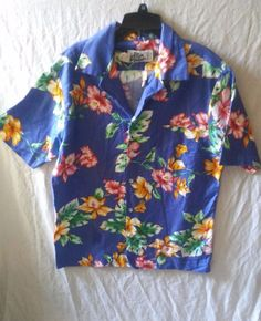 """This is a pre-owned shirt. Has wrinkles from being folded. This is a fitted size large shirt. Armpit to Armpit measures 21"""" Length from shoulders to hem is 29"""" Shoulders measures 17"""". 