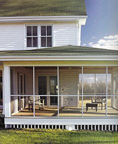 Gotta have a porch! But should encircle the house, with Carolina blue paint on the beadboard ceiling, window boxes everywhere and gardens. Gallery: Sarah Susanka's Secrets to a House That Fits You Perfectly (Even If It's Not So Big) Screened Porch Designs, Screened In Porch, Front Porch, Home Porch, House With Porch, Modern Farmhouse, Farmhouse Style, Farmhouse Plans, Living Pool