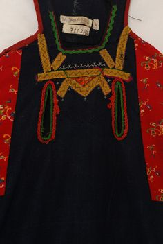 "peasant foustani (dress) "" f'stani tsarpaloto "", breast detail of the decoration,  Evros"
