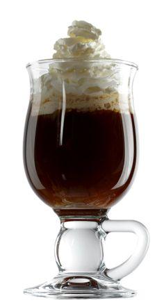 La clásica receta del café irlandés con whisky.