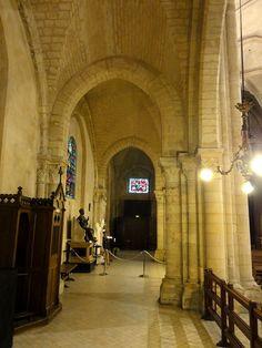 Paris (75), église Saint-Pierre, bas-côté sud, 3e travée, vers l'ouest - Église Saint-Pierre de Montmartre — Wikipédia
