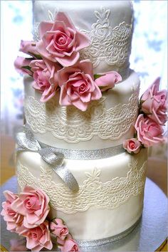 Crystal Lace Edging for Wedding Cakes